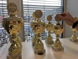 Die Siegerpokale aus Sicht der Startnummernausgabe